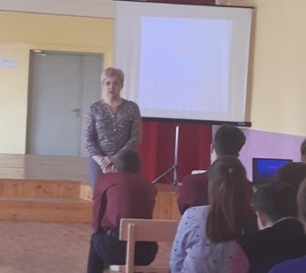 Встреча учащихся 10-11 классов с председателем территориальной избирательной комиссии Дзержинского района